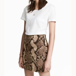 H&M snake print mini skirt size 10